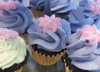 Cupcakes with royal icing flowers