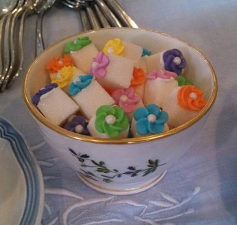 Sugar cubes with royal icing flowers
